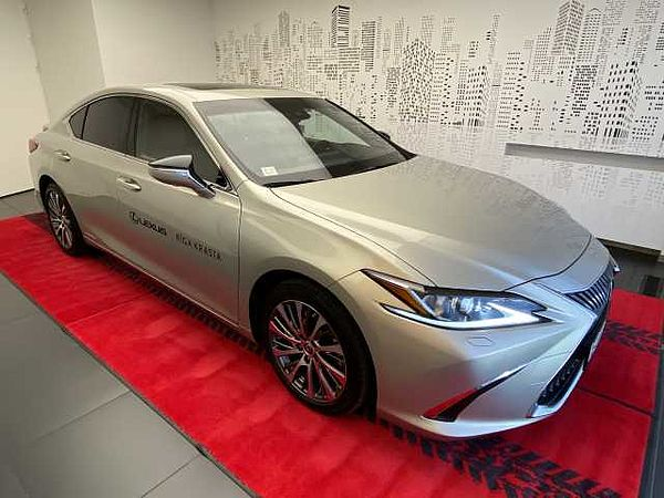 Lexus ES 300h Executive + Technology
